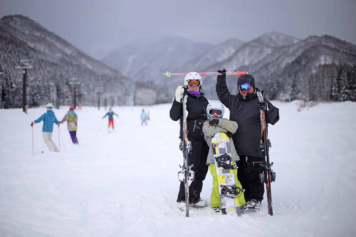 Nozawa Onsen Snow Report, 8 January 2014 - Liz, Alex and Tim from Canberra enjoying their time in Nozawa Onsen.