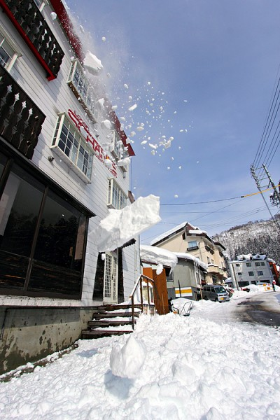 A good time to clear the roofs in Nozawa Onsen.