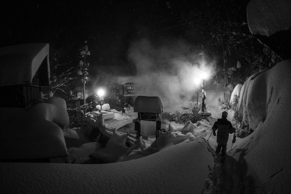 The iconic cooking onsen buried under meters of snow.