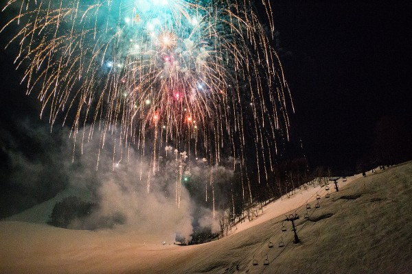 Fireworks raining down on the Hikage slopes last night  in Nozawa Onsen.